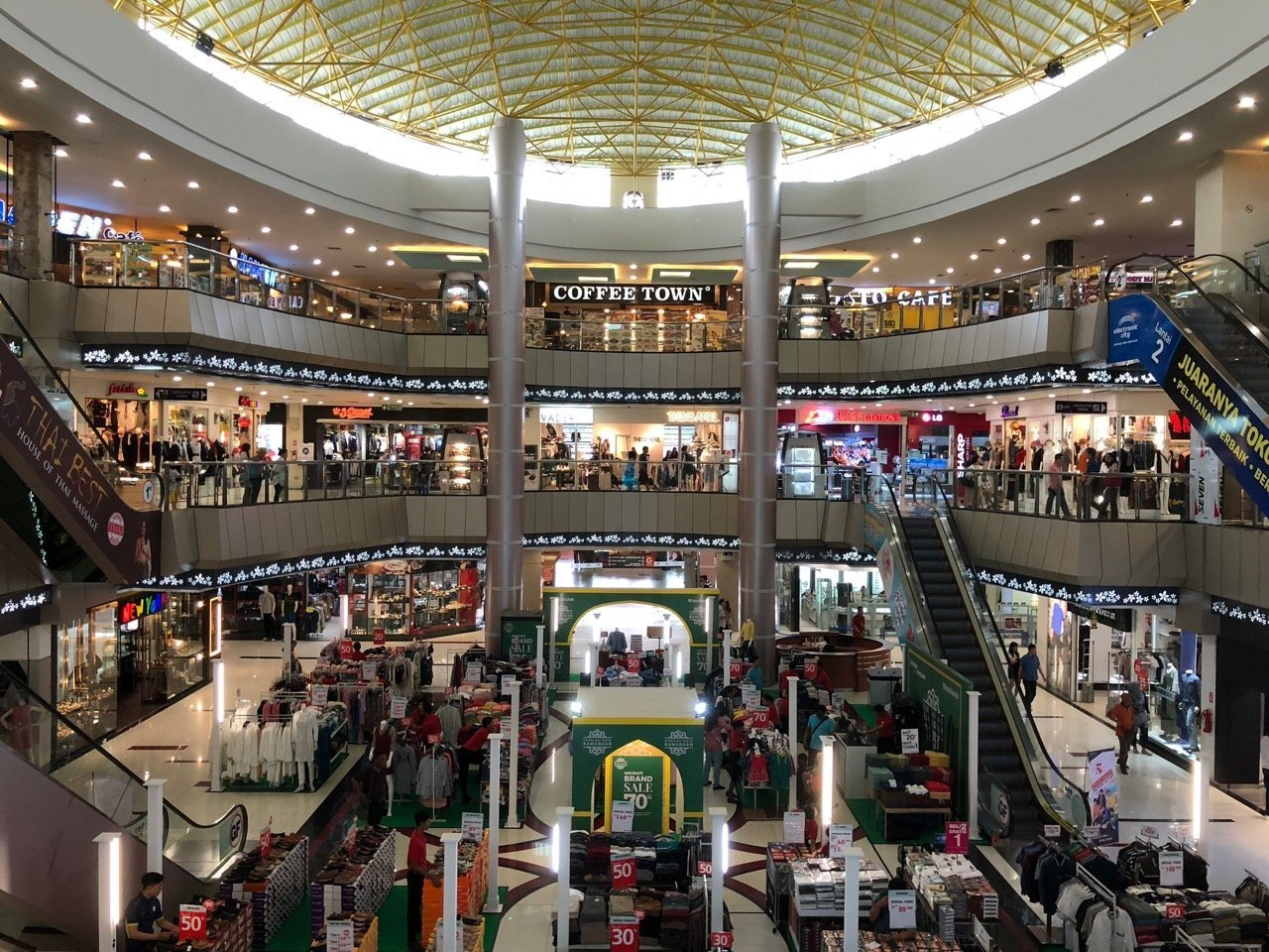 Nagoya Hill Shopping Centre Foyer with Native Lens
